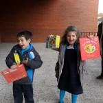 3. Luna y Alejandro con sus regalitos